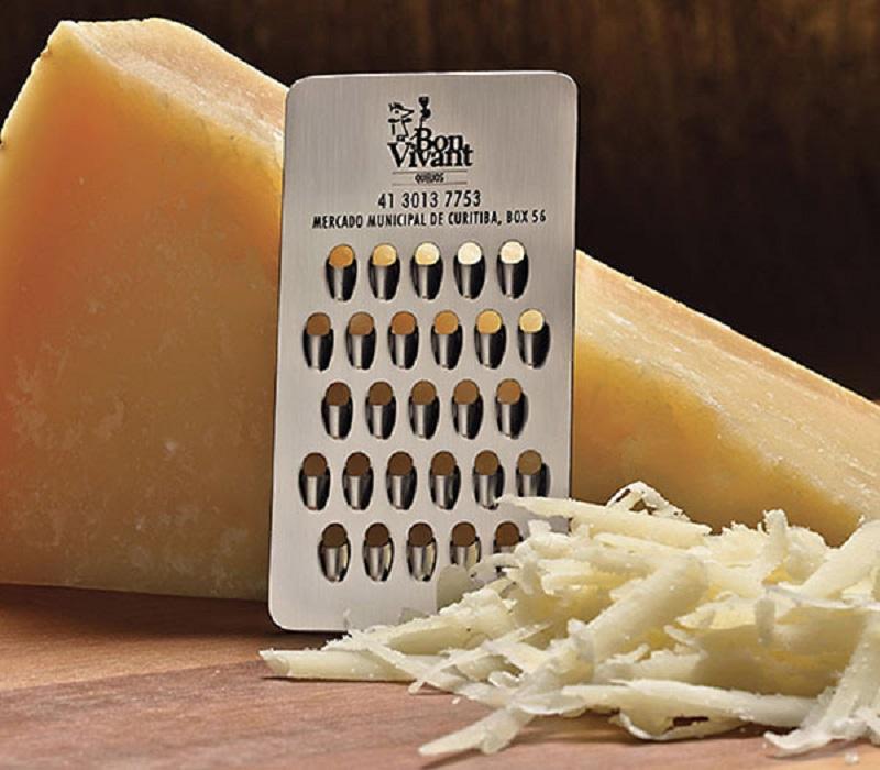 Оригинальная визитка в форме терки для сыра